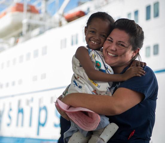 Krankenschwester mit Patientin Fifalina